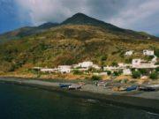 El puerto de la isla de stromboli.