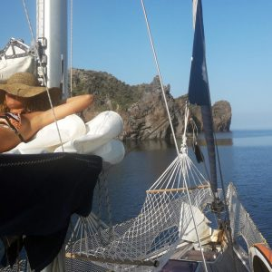 Boma — Cabin Charter Eolie Imbarco Individuale Boma — Crociera Vacanza Barca a Vela Aeolian Islands Italy Wedding Team Building