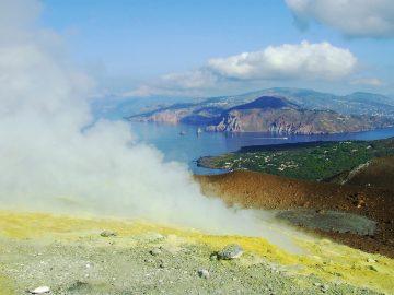 Экскурсия в кратер острова Вулкано