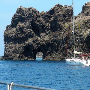Остров Филикуди — Катамаран — Роскошь — Приключение — Отдых — Хижина на Эолийских островах