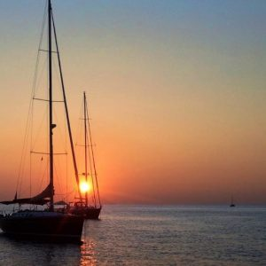 Tramonto in Barca a Vela – Cabin Charter alle Isole Eolòie