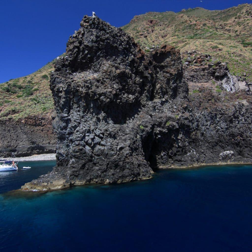 Isola di Filicudi, Isole Eolie Sicilia - Escursioni, Crociere, Tours in barca, Vacanze alle Isole Eolie