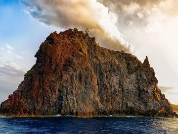 Escursioni a Strombolicchio, Isola di Stromboli, Isole Eolie, Sicilia